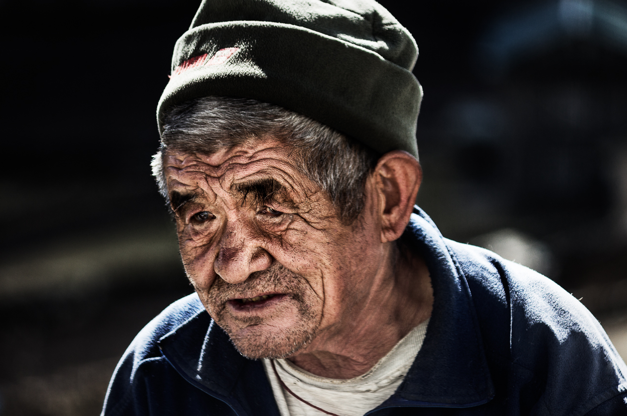 Old Man in Khumjung - Dani Vottero